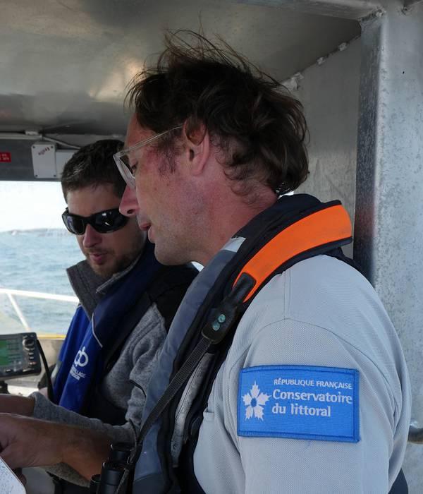 Arnaud et Pierre, les deux gardiens de Chausey, cet archipel fragile et précieux.