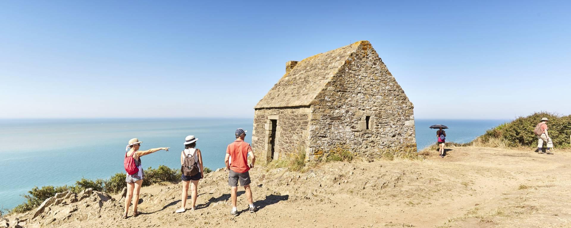La Cabane Vauban à Carolles offre une vue à couper le souffle sur la Baie du Mont-Saint-Michel.