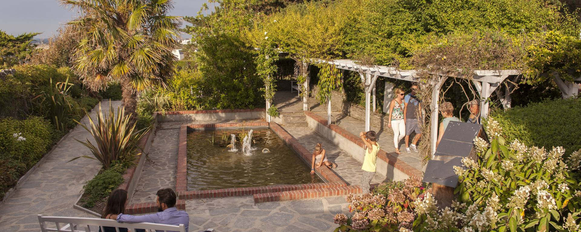Flaner au jardin Dior à Granville.