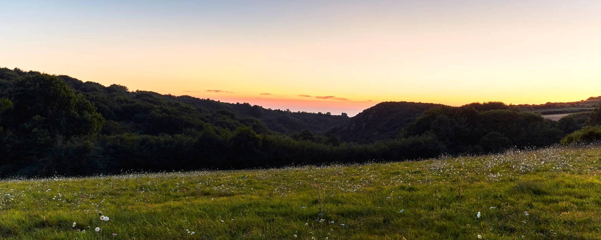 Coucher de soleil à couper le souffle sur la Vallée du Lude à Carolles.