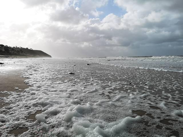plage normandie manche sable ecume