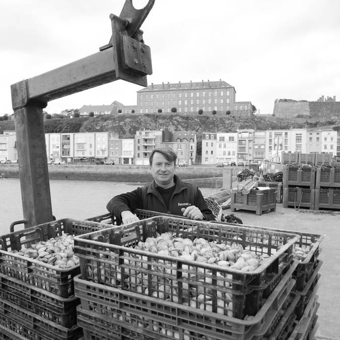 Granville pêcheur de palourdes